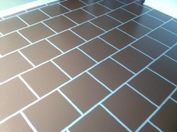 Painting linoleum vinyl floors chicly cheap home decor for Paint over vinyl floors
